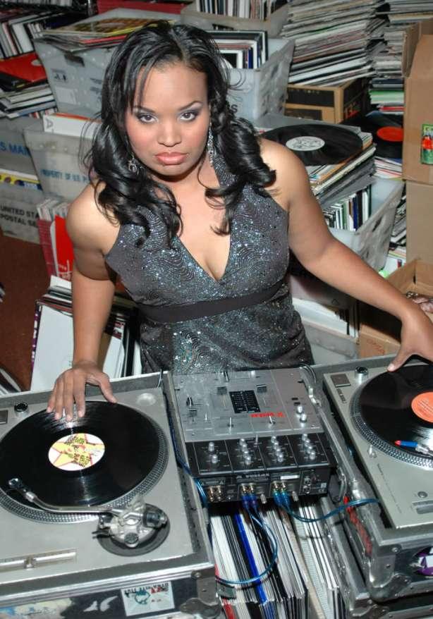 DJ JIJI SWEET TURNTABLE PIX